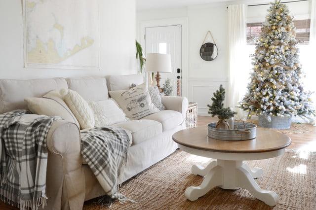 soggiorno divano bianco