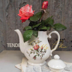teiera in ceramica con roselline