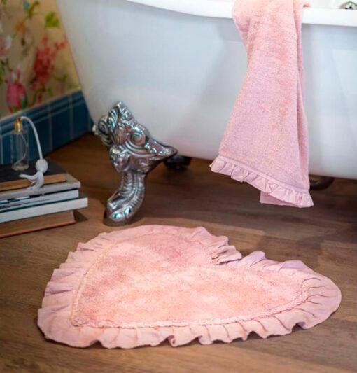 tappeto a forma di cuore per bagno